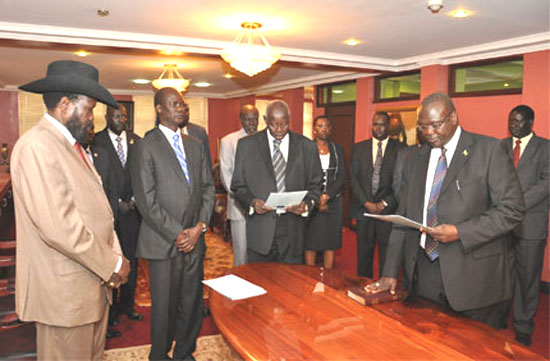 Dr. Machar (R) takes oath of office as President Kiir (L) watches