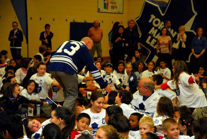 Sundin gives high-fives to elementary school students on Thursday where took part in MLSE's Shape Up program speaking to kids about the importance of staying in shape (Kanishka Sonnadara)