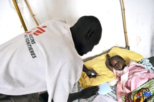 A doctor attending to a child at Yambio Hospital [©doctorswithoutborders.org]