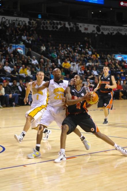 Oshawa Power forward Brandon Robinson drives to the basket on Saturday against the London Lightning at the John Labatt Centre