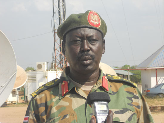 Colonel Philip Aguer the SPLA Spokesman briefing the press in Juba about the SAF attacks [©Gurtong]