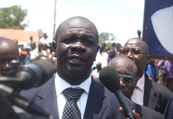 Governor Hon. Zackaria Hassan delivering his speech in Wau town [©Gurtong]