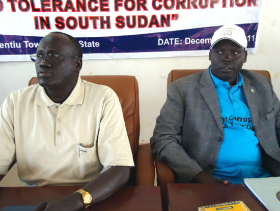 (R-L) William Daud Riek the Unity State Deputy Governor and speaker of parliament Mr. Simon Maguek Gai during the event [©Gurtong]