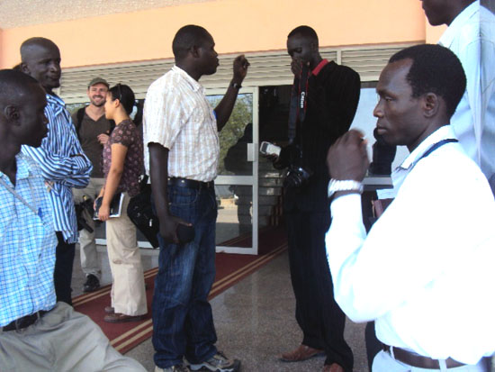 Journalists chatting outside the National Assembly premise after being expelled [©Gurtong]