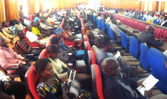 Participants listening to the facilitators during the youth Conference in Wau [©Gurtong]