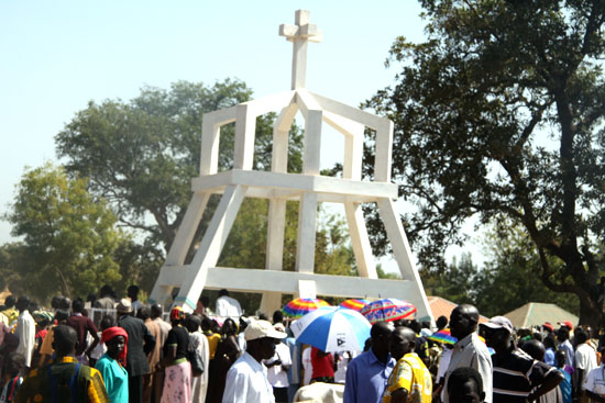 The grave of the late Samuel Aru Bol in Rumbek as thousands of mourners pay their last respect [©Gurtong]