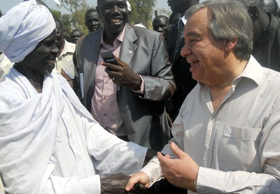 One of the refugees' chiefs greeting the UNHCR boss while presenting their needs to him [©Gurtong]