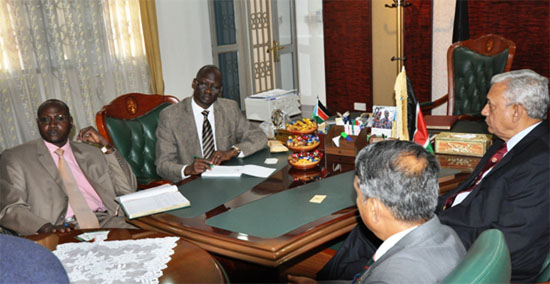 (Extreme right) Hon. Garang Diing Akuang and his deputy listen to the Bangladesh delegation during the meeting [©Gurtong]