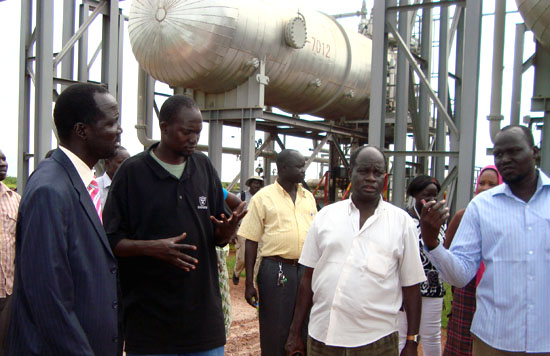 Unity State Environment and Natural Resource Minister William Gatjang Geng (right) speaking to the oil field security officers in a previous visit [©Gurtong]
