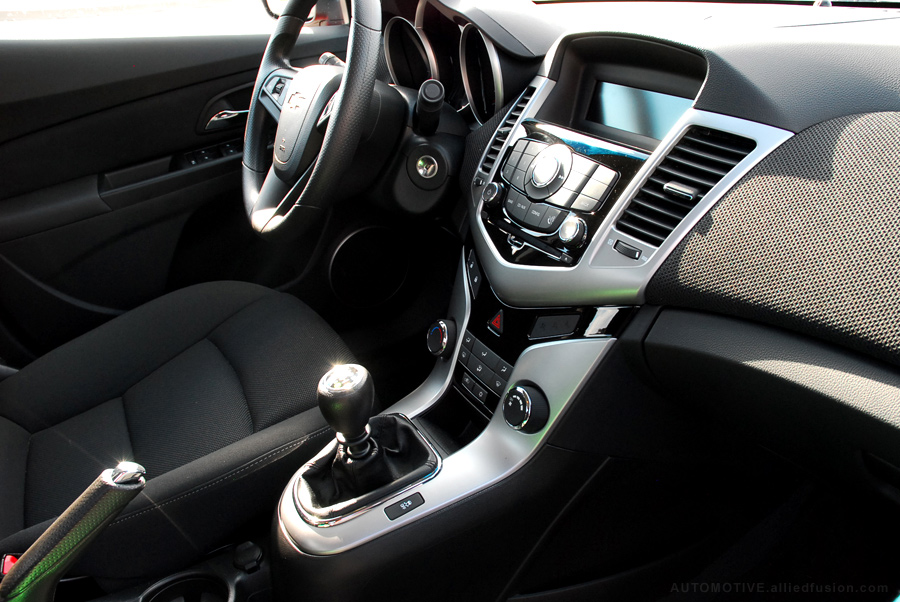The Cruze Eco interior is simple but stylish