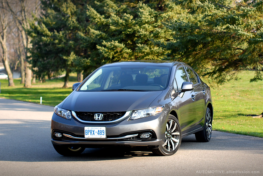 A very recognizable front facia, this one just looks better than all before it. 2013 Honda Civic EX-L