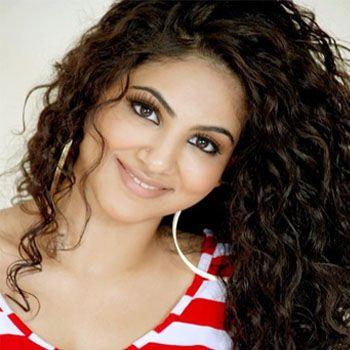 Pakistani Pop singer, Annie Khalid