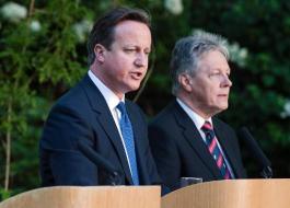 U.K. Prime Minister David Cameron (L) & Northern Ireland's First Minister Peter Robinson (R)