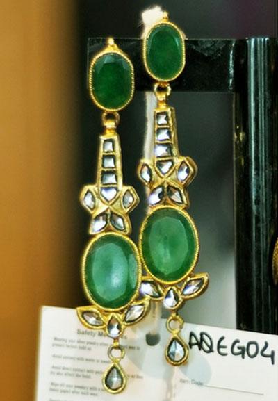 Emerald Stone With Kundun Design