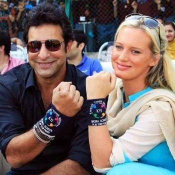 Wasim Akram with wife
