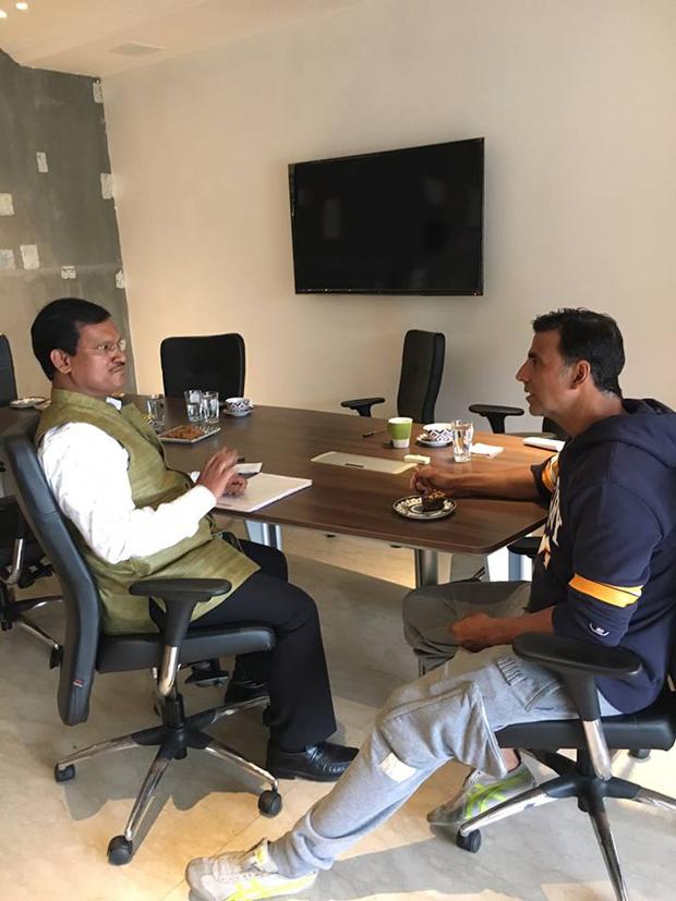Akshay Kumar and Twinkle Khanna meet the real PadMan Arunachalam Muruganantham-2
