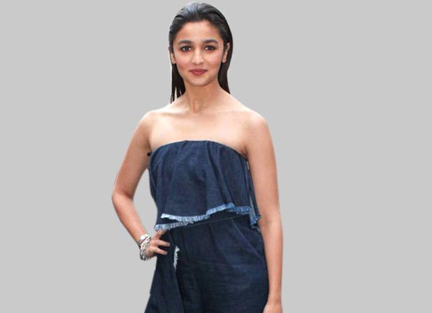 Actress-Alia-Bhatt-Loking-Hot-at-Filmfare-Awards-Image-3