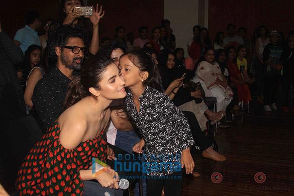 Alia-Bhatt-gets-kisse-2