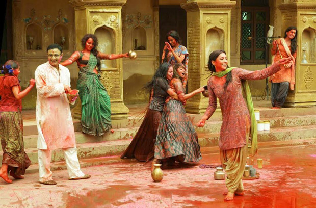 Check out Vidya Balan ringing in the festival of colours with Begum Jaan's Holi song2