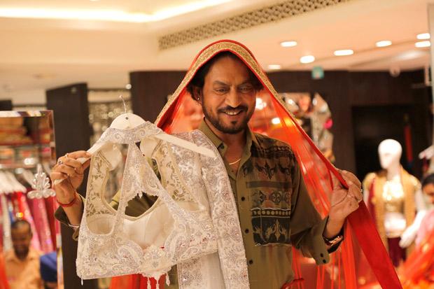 Irrfan Khan learns how to wear a sari for Hindi Medium1