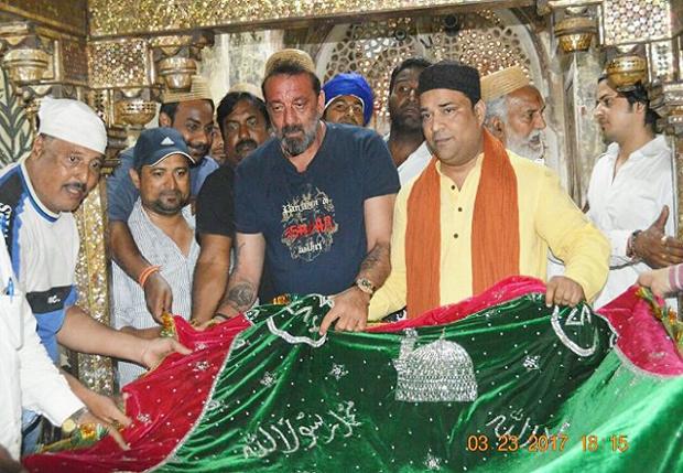 Sanjay Dutt visits the Sheikh Salim Chishti Dargah in Fatehpur Sikri-1
