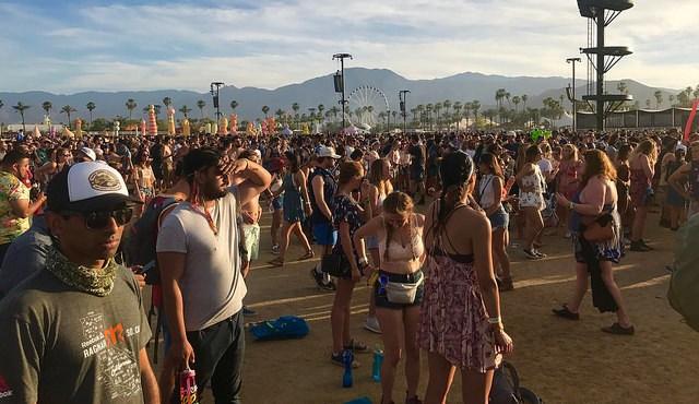 Crowds at Coachella 2017 (Photo Adam Reeder CC)