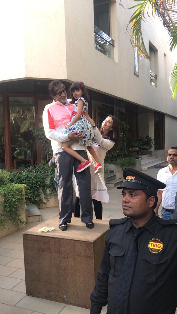 Aaradhya Bachchan joins her grandpa Amitabh Bachchan to greet fans-1