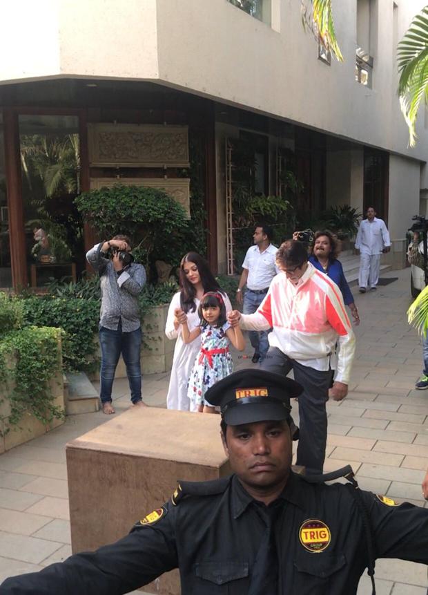 Aaradhya Bachchan joins her grandpa Amitabh Bachchan to greet fans-4
