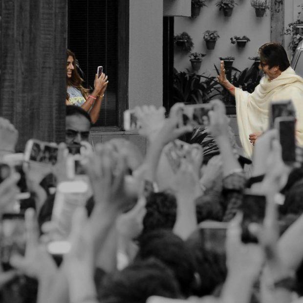 Amitabh Bachchan waving at daughter Shweta