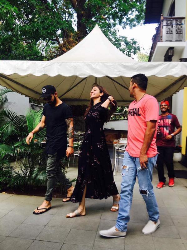 Check out Anushka Sharma and Virat Kohli go on a lunch date in Bengaluru