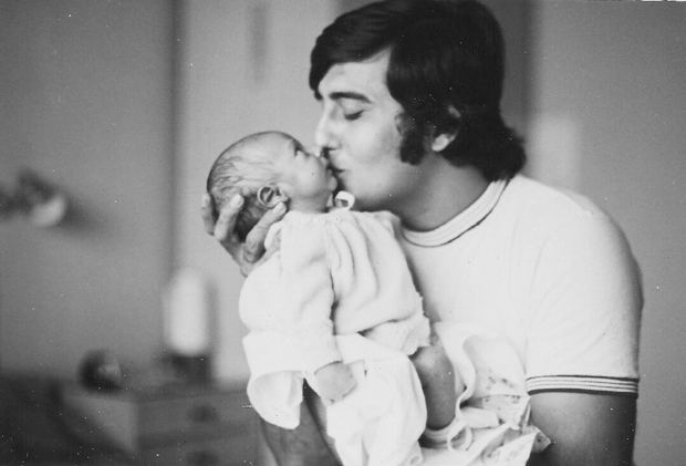 Check out Rahul Khanna gets emotional remembering his father Vinod Khanna in this throwback picture