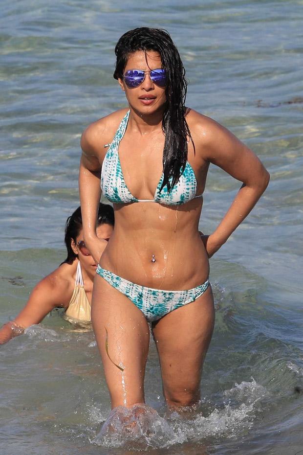 HOTNESS ALERT Priyanka Chopra can't stop flaunting her sexy body in a bikini chilling on a beach-2