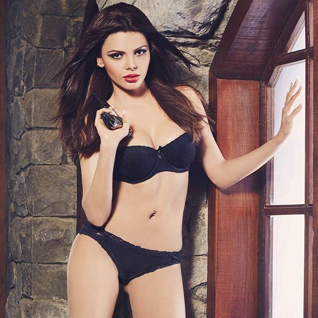 HOTTIE ALERT Sherlyn Chopra is raising the temperatures in sexy black lingerie