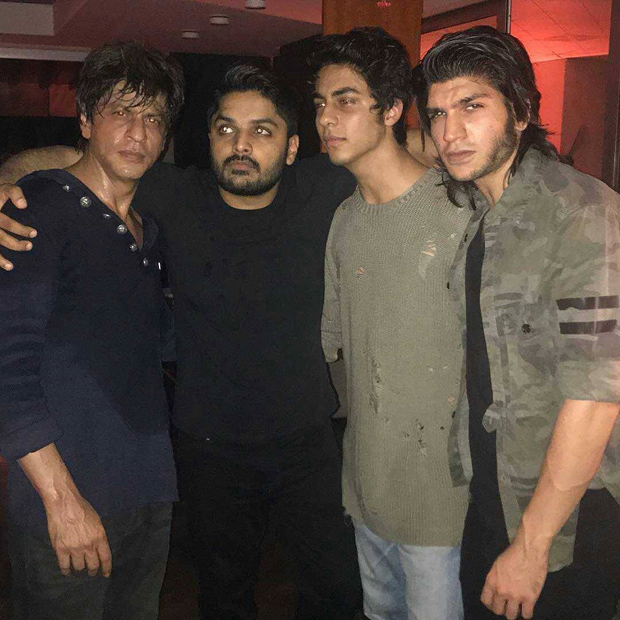Shah Rukh Khan is a cool dad as he hangs out with son Aryan Khan and Saif Ali Khan's daughter Sara Ali Khan -3