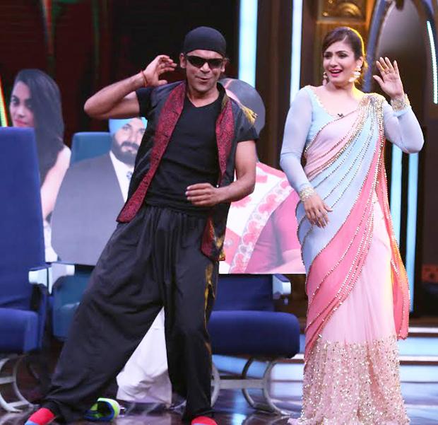 Sunil Grover does a Akshay Kumar to impress Raveena Tandon! features