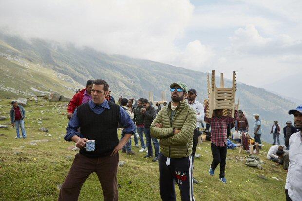 BEHIND THE SCENES Salman Khan and Kabir Khan working during the shoot of Tubelight1