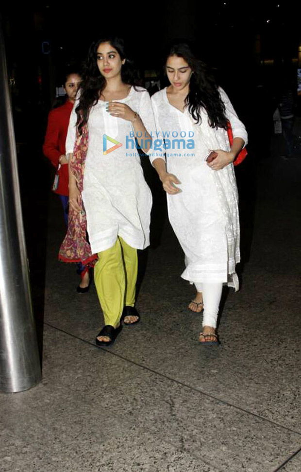 Airport Spotting: New BFFs Jhanvi Kapoor and Sara Ali Khan are twinning in white kurtis