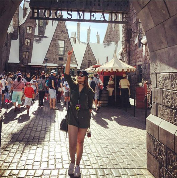 Check out Sonakshi Sinha brings out her inner child during her visit to Universal Studios-3