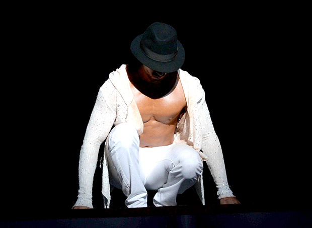 Check out Tiger Shroff showcases some killer dance moves at the Michael Jackson tribute show-3