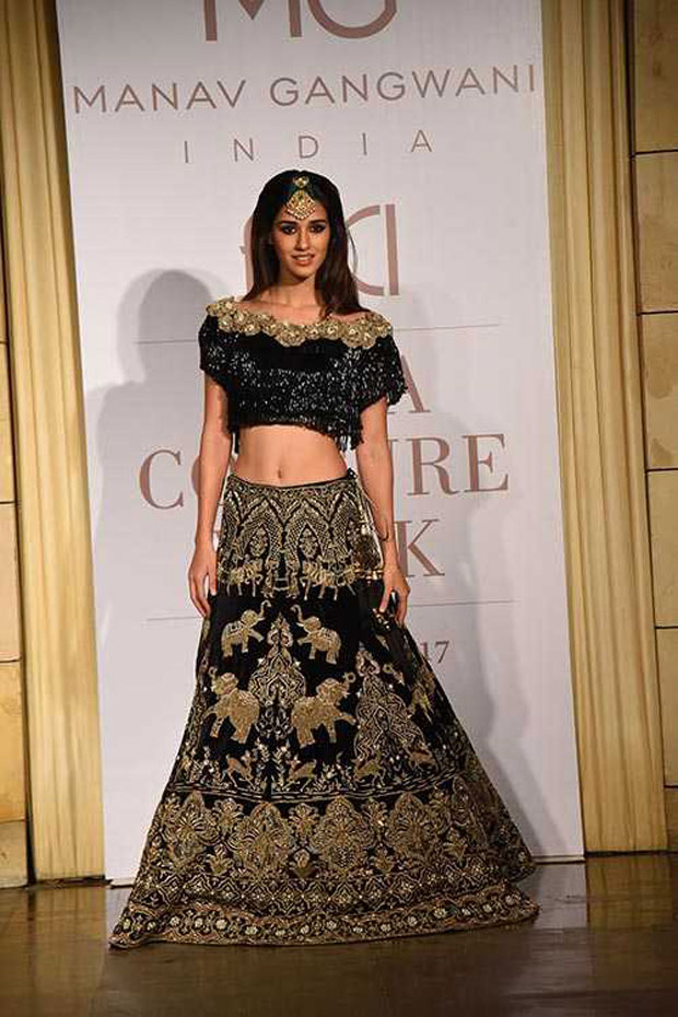Gorgeous Disha Patani walks the ramp on Day 2 of India Couture Week_02