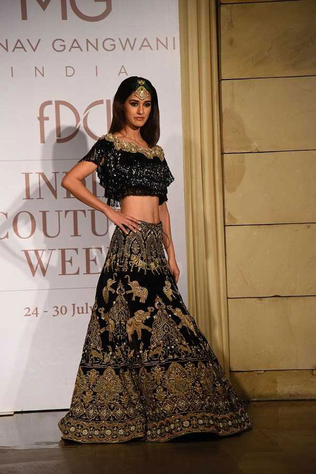 Gorgeous Disha Patani walks the ramp on Day 2 of India Couture Week_03
