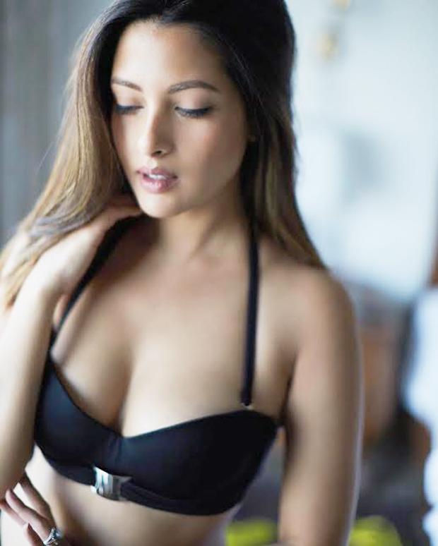 Sexy Riya Sen ups the mercury in a bralet!