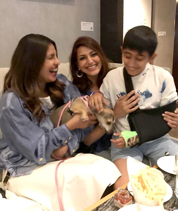 Sonali Bendre bonds with Priyanka Chopra-2