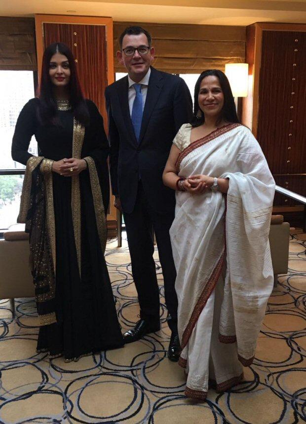 Check out Aishwarya Rai Bachchan stuns in black traditional avatar at IFFM 2017 1
