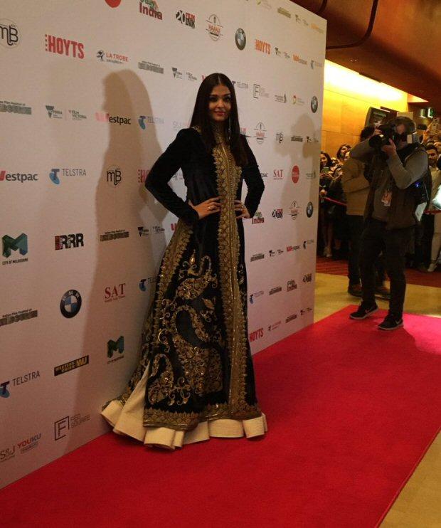 Check out Aishwarya Rai Bachchan stuns in black traditional avatar at IFFM 2017