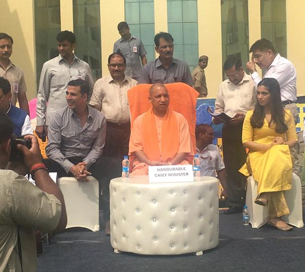 Check out Akshay Kumar and Bhumi Pednekar meet UP Chief Minister Yogi Adityanath to kick-start cleanliness drive (1)