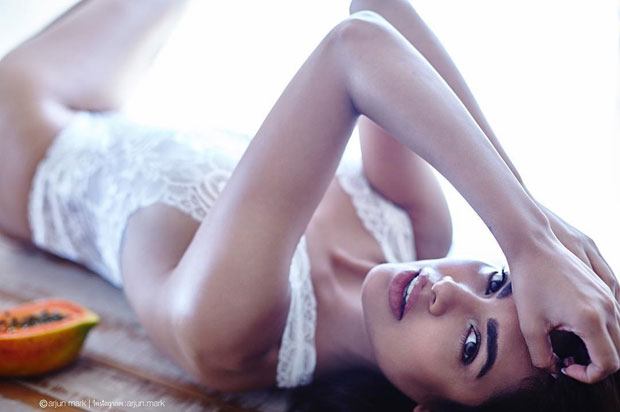 Esha Gupta's latest images in white lingerie will certainly make you drool_02
