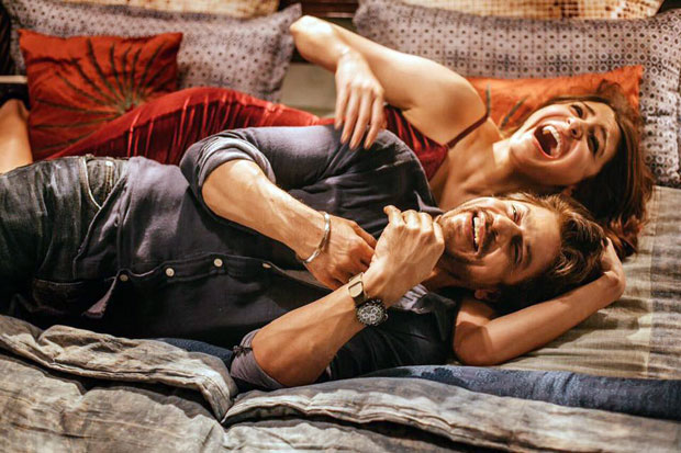 These-BTS-photos-of-Shah-Rukh-Khan-and-Anushka-Sharma-in-Jab-Harry-Met-Sejal-will-get-you-ready-for-the-film!