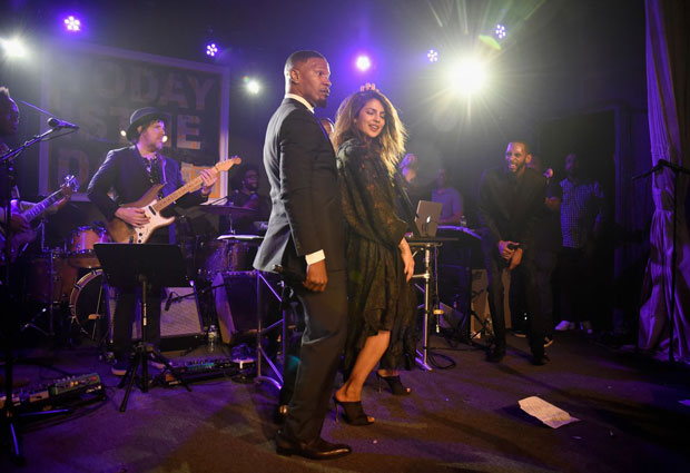 WATCH Priyanka Chopra burns the dance floor with Hollywood star Jamie Foxx