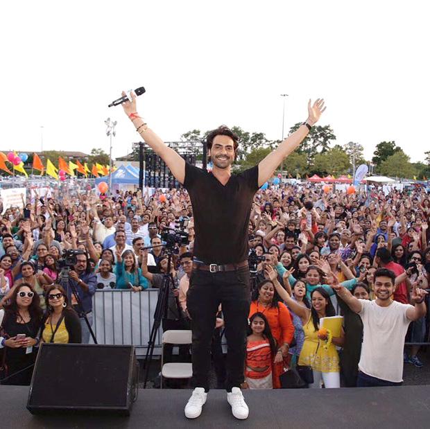 WOW Arjun Rampal promotes Daddy in a Ganpati pandal in New York